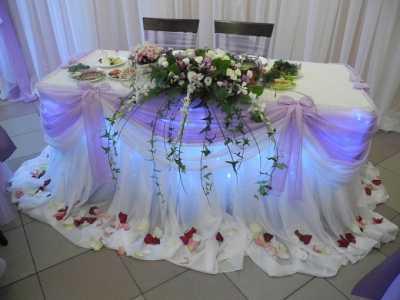 Роскошный декорированный стол