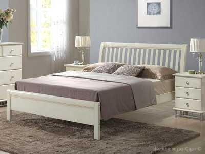Кровати из дерева в спальню
