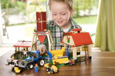 Купите ребенку конструктор